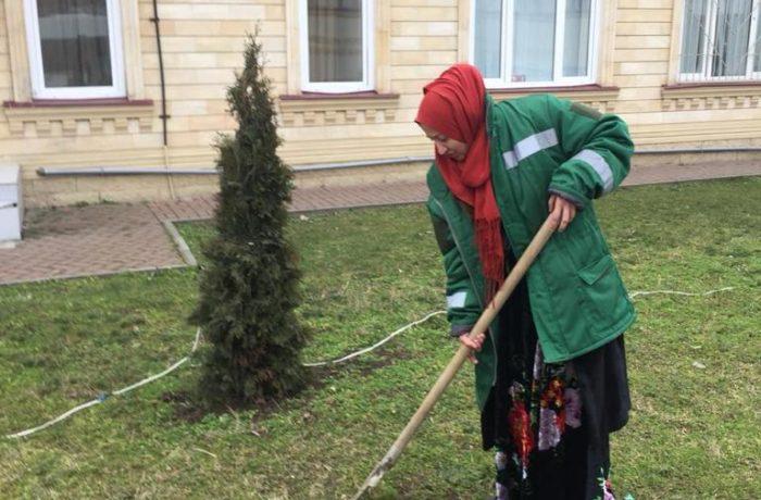 Отбор проб сточной и природной воды сотрудниками филиала ЦЛАТИ по Чеченской Республике.