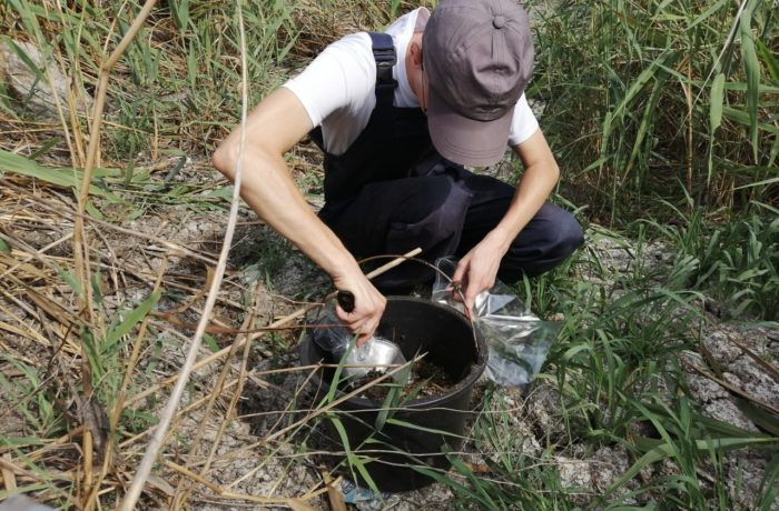 Отбор проб сточных вод специалистами филиала ЦЛАТИ по Астраханской области.